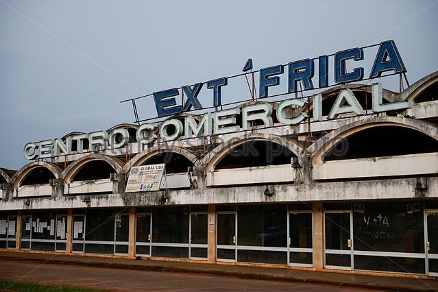 Elhagyatott ipari komplexum Afrikában - kép forrása: alamy.com