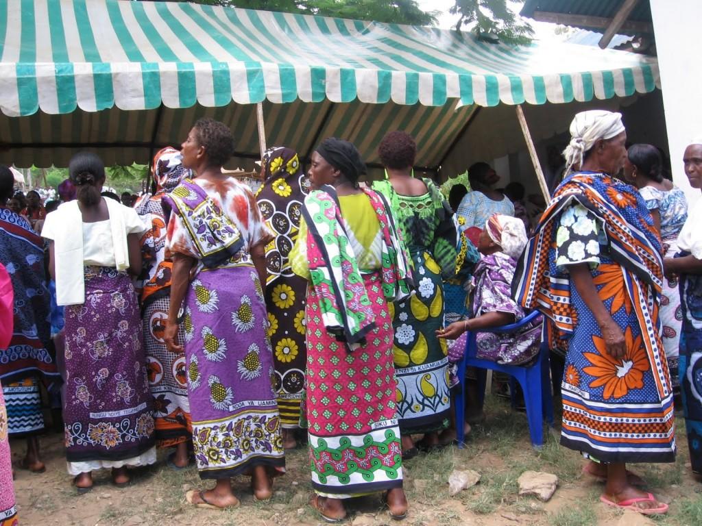 """A színpompás """"kanga"""" nélkülözhetetlen a kongói nők számára - kép forrása: bbc.com"""